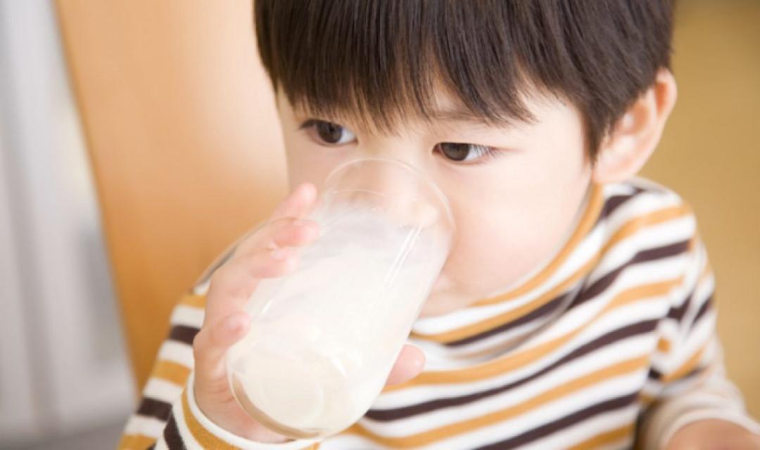 child-milk-shutterstock_180086681-31m4932yktk3kkny8bxatc.jpg