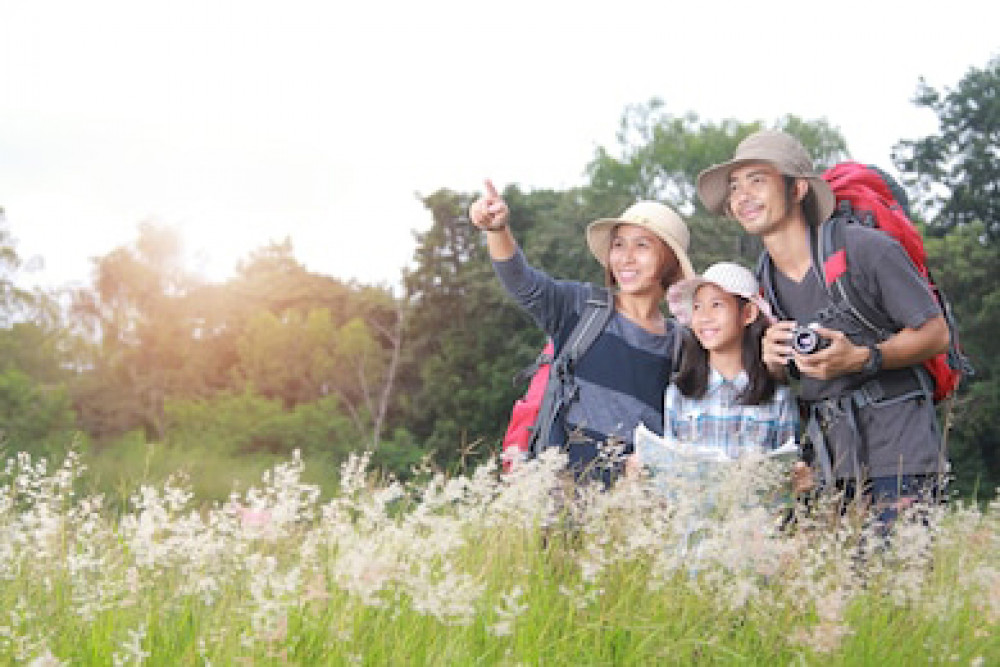 happy-asian-family-backpack-travel-260nw-753606784.jpg