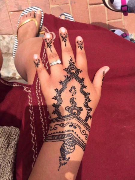 tay-phong-rop-dang-do-vi-xam-henna.jpg