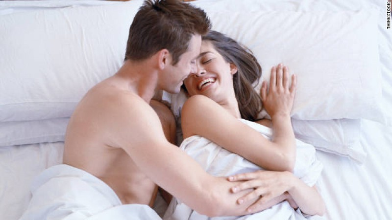 111122023853-couple-bed-story-top.jpg