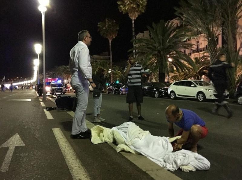 36492abd000005783691019at_least_30_people_have_been_killed_during_a_horrific_bastille_da15_1468533391252.jpg