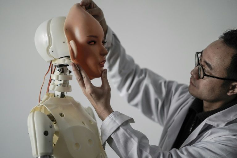 xiaodie-robot-ban-gai-thong-minh-1.jpg