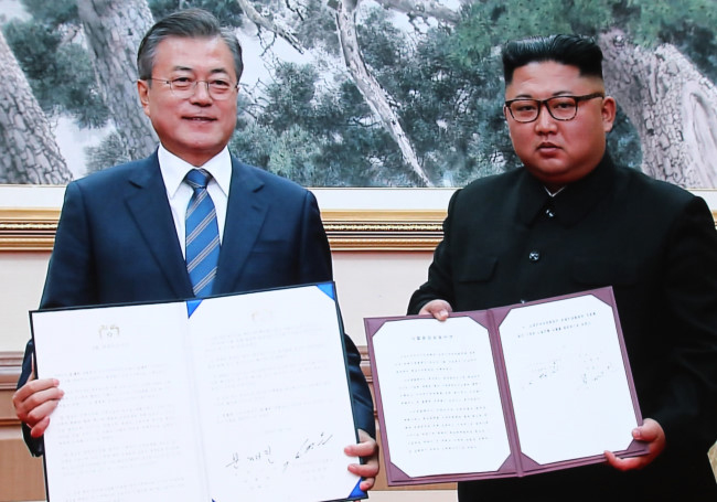 kim-jong-un-moon-jae-in-1.jpg