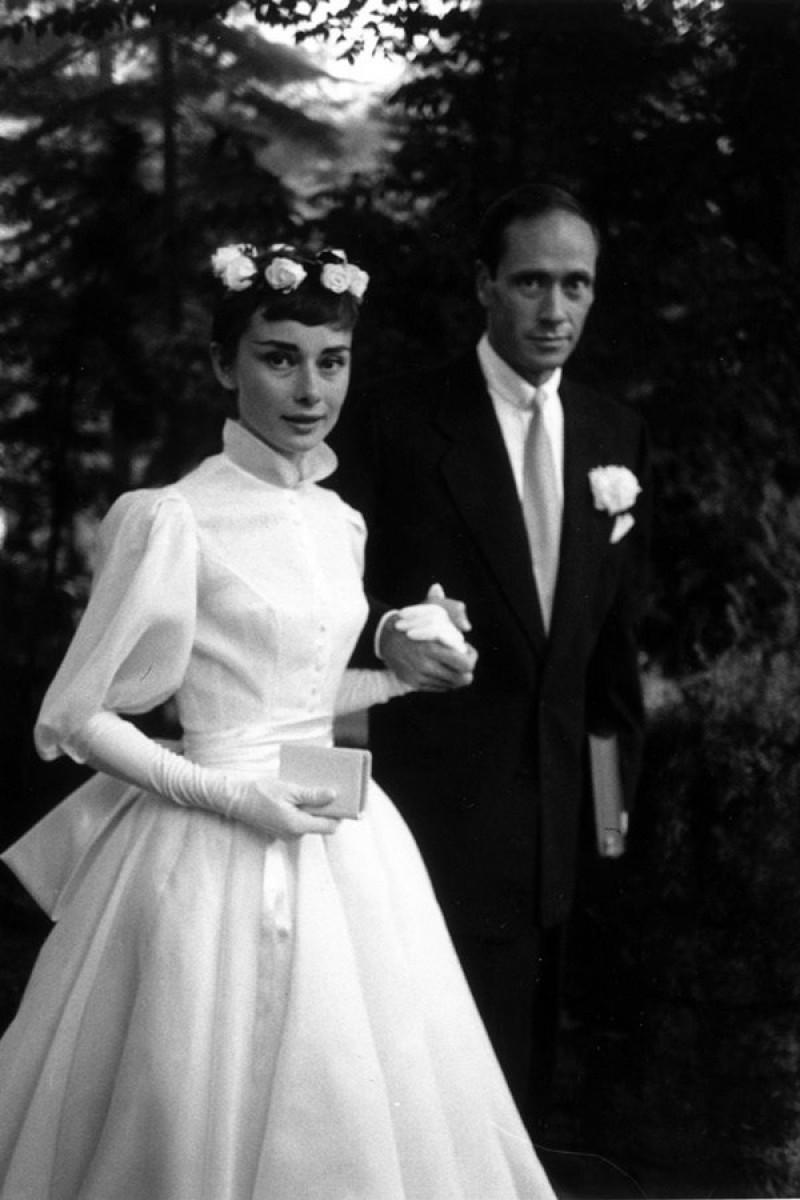 vy-ci-ca-audrey-hepburn-trong-hn-l-vi-nam-din-vin-mel-ferrer-vo-thng-9-1954-chnh-l-khi-im-cho-tro-lu-o-ci-mang-phong-cch-ballet-sau-ny.jpg