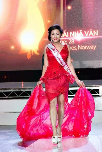 bang-dien-tu-hien-ten-thai-nha-van-den-tu-na-uy_4153.JPG