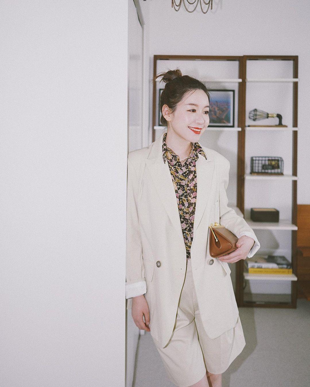 Chỉ với một kiểu blazer, nàng fashionista đã mix được cả chục set đồ xịn đẹp, thấy mà chẳng muốn shopping nhiều cho phí tiền - Ảnh 2.