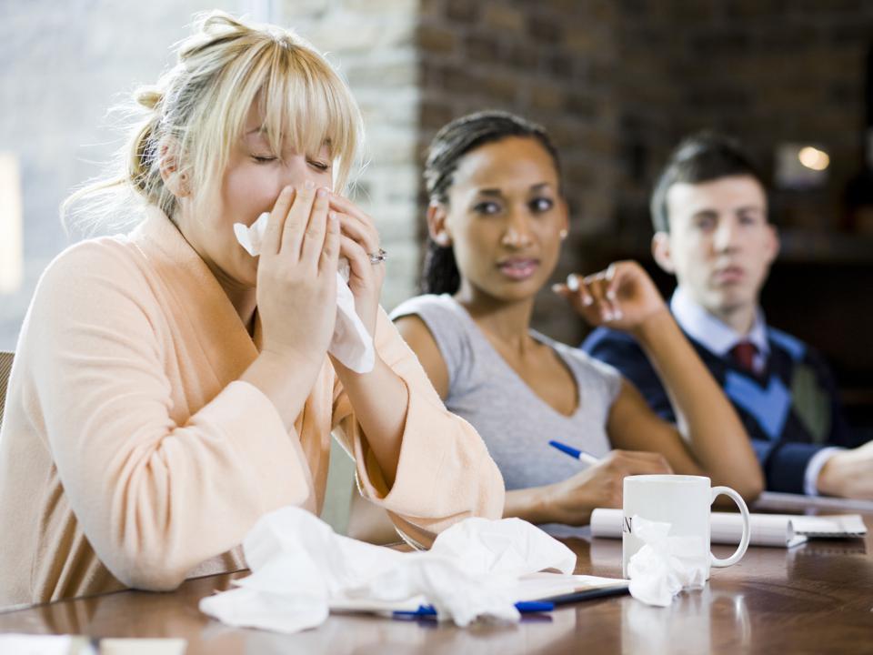 Bệnh cảm cúm có lây không? Lây nhiễm qua đường nào? - Ảnh 2.