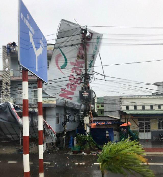 Bình Định: Hơn 80% khách hàng bị mất điện vì bão số 9 sẽ được khôi phục vào 17 giờ ngày 28/10 - Ảnh 1.