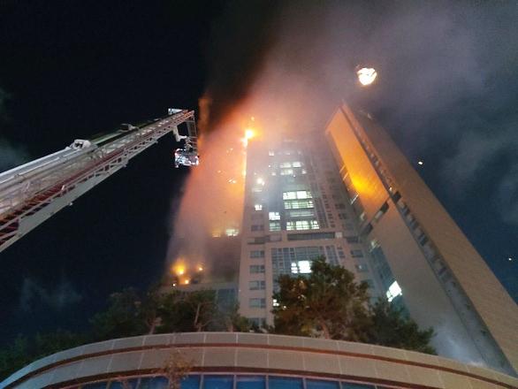 Hàn Quốc: Tòa nhà 33 tầng cháy suốt đêm, 88 người nhập viện - Ảnh 2.