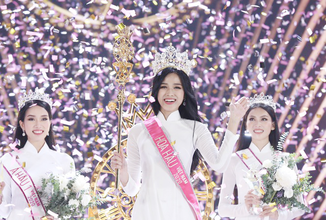 Cô gái Thanh Hóa đầu tiên đăng quang Hoa hậu Việt Nam  - Ảnh 1.