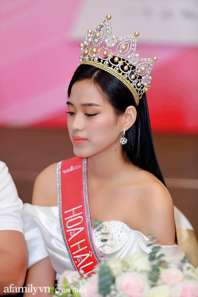 2 sắc son tô điểm nhan sắc cho nàng Tân Hoa hậu 19 tuổi: Ngay cả đêm chung kết Đỗ Thị Hà cũng diện  - Ảnh 2.