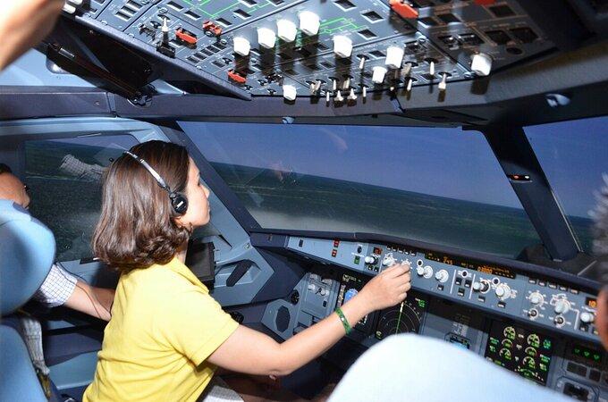 Độc đáo tour trải nghiệm làm phi công lần đầu xuất hiện ở Việt Nam - Ảnh 2.