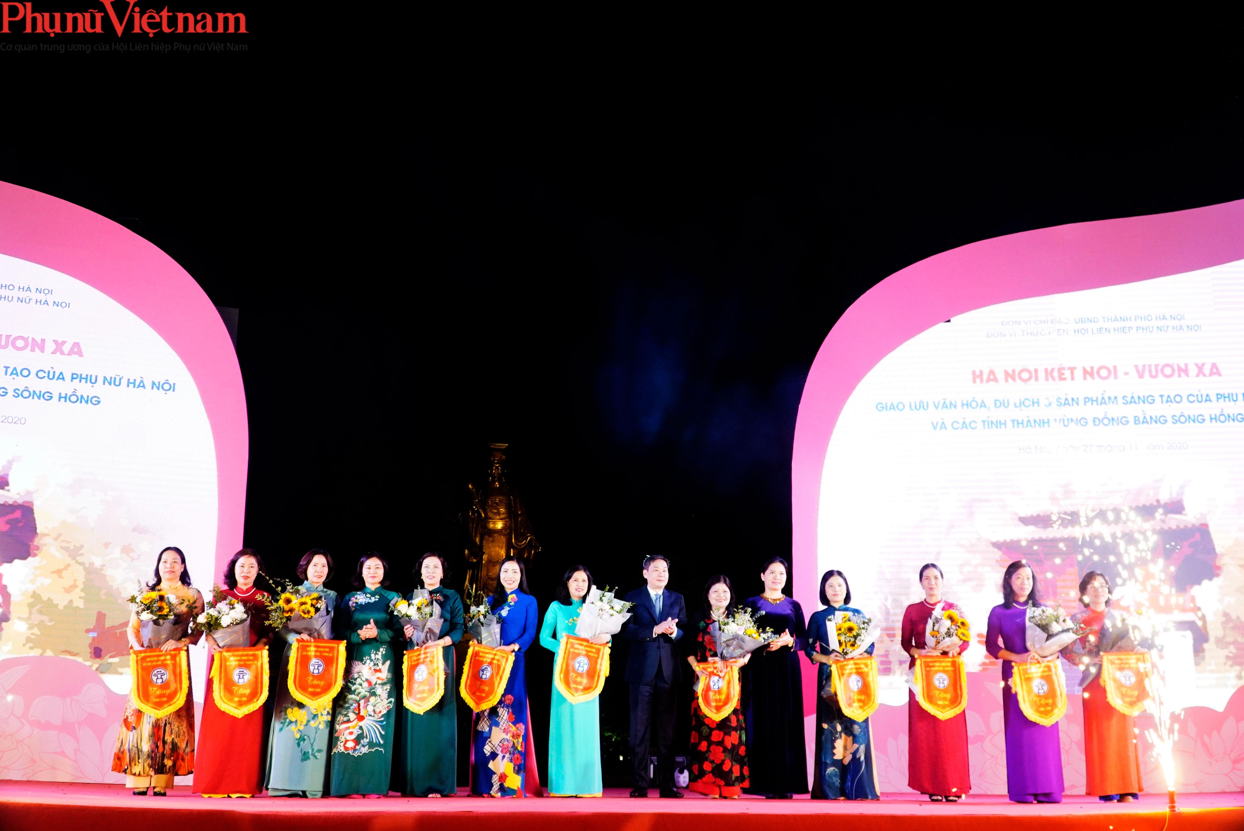 Phụ nữ Hà Nội giao lưu văn hóa, du lịch và sản phẩm sáng tạo với các tỉnh thành thuộc Đồng bằng sông Hồng - Ảnh 2.