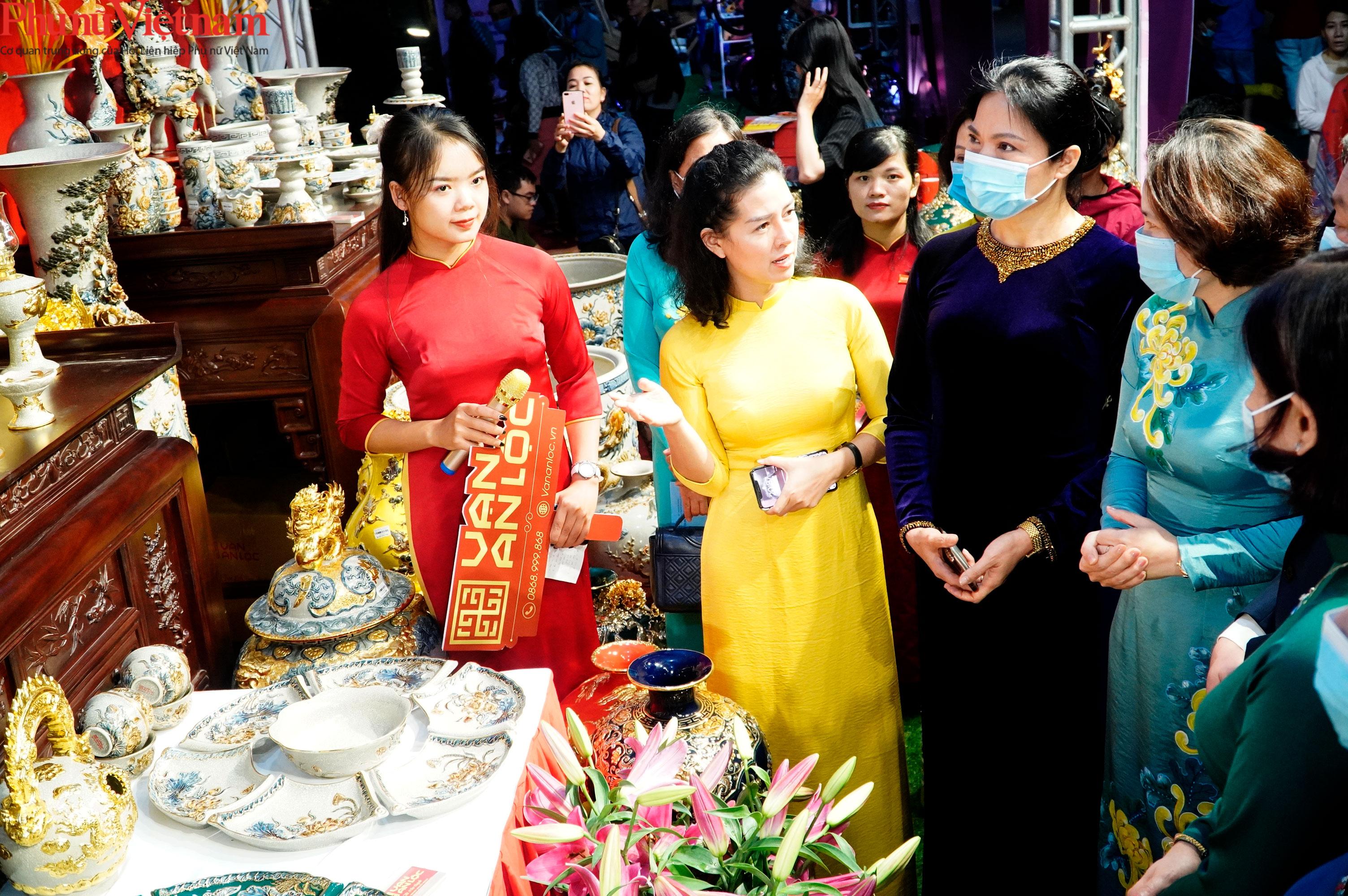 Phụ nữ Hà Nội giao lưu văn hóa, du lịch và sản phẩm sáng tạo với các tỉnh thành thuộc Đồng bằng sông Hồng - Ảnh 3.