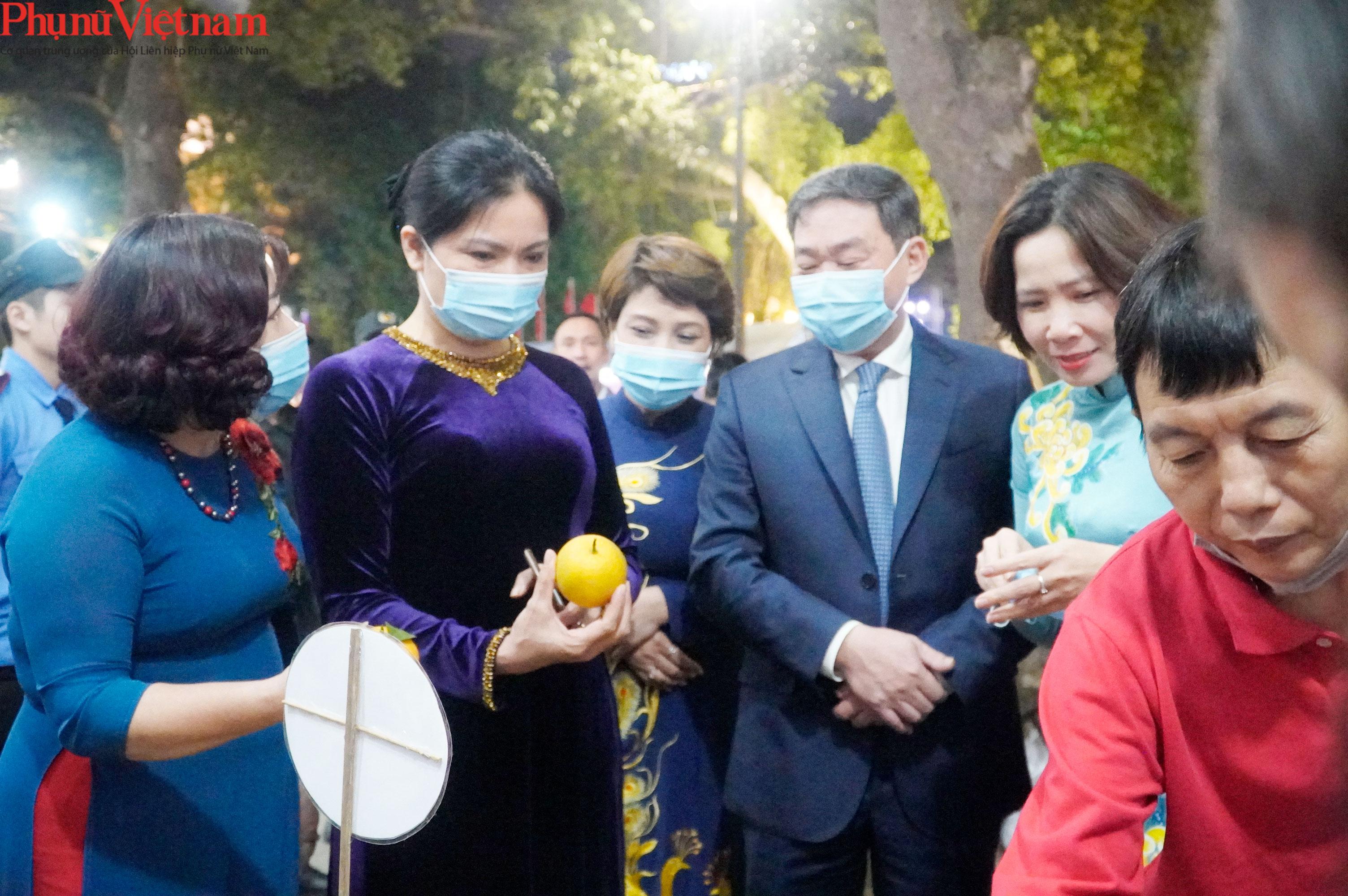 Phụ nữ Hà Nội giao lưu văn hóa, du lịch và sản phẩm sáng tạo với các tỉnh thành thuộc Đồng bằng sông Hồng - Ảnh 12.