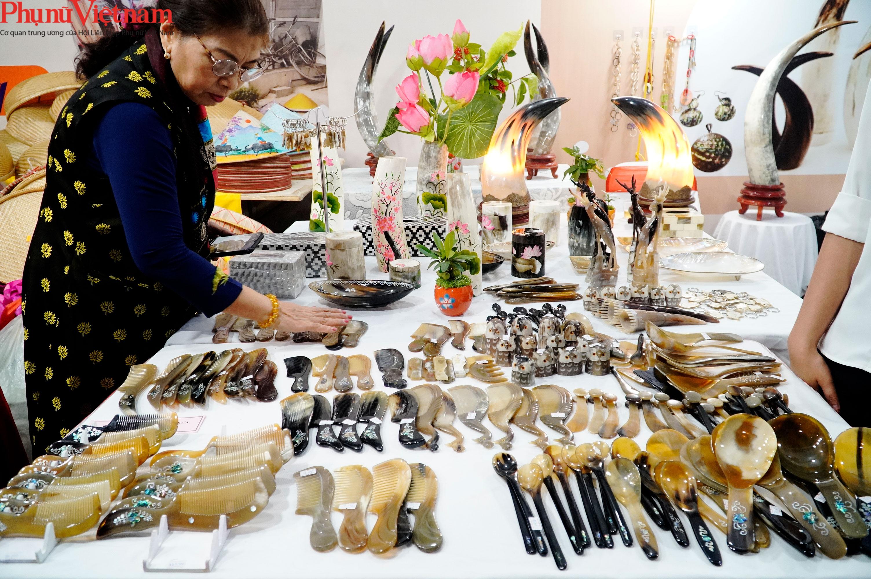 Phụ nữ Hà Nội giao lưu văn hóa, du lịch và sản phẩm sáng tạo với các tỉnh thành thuộc Đồng bằng sông Hồng - Ảnh 15.