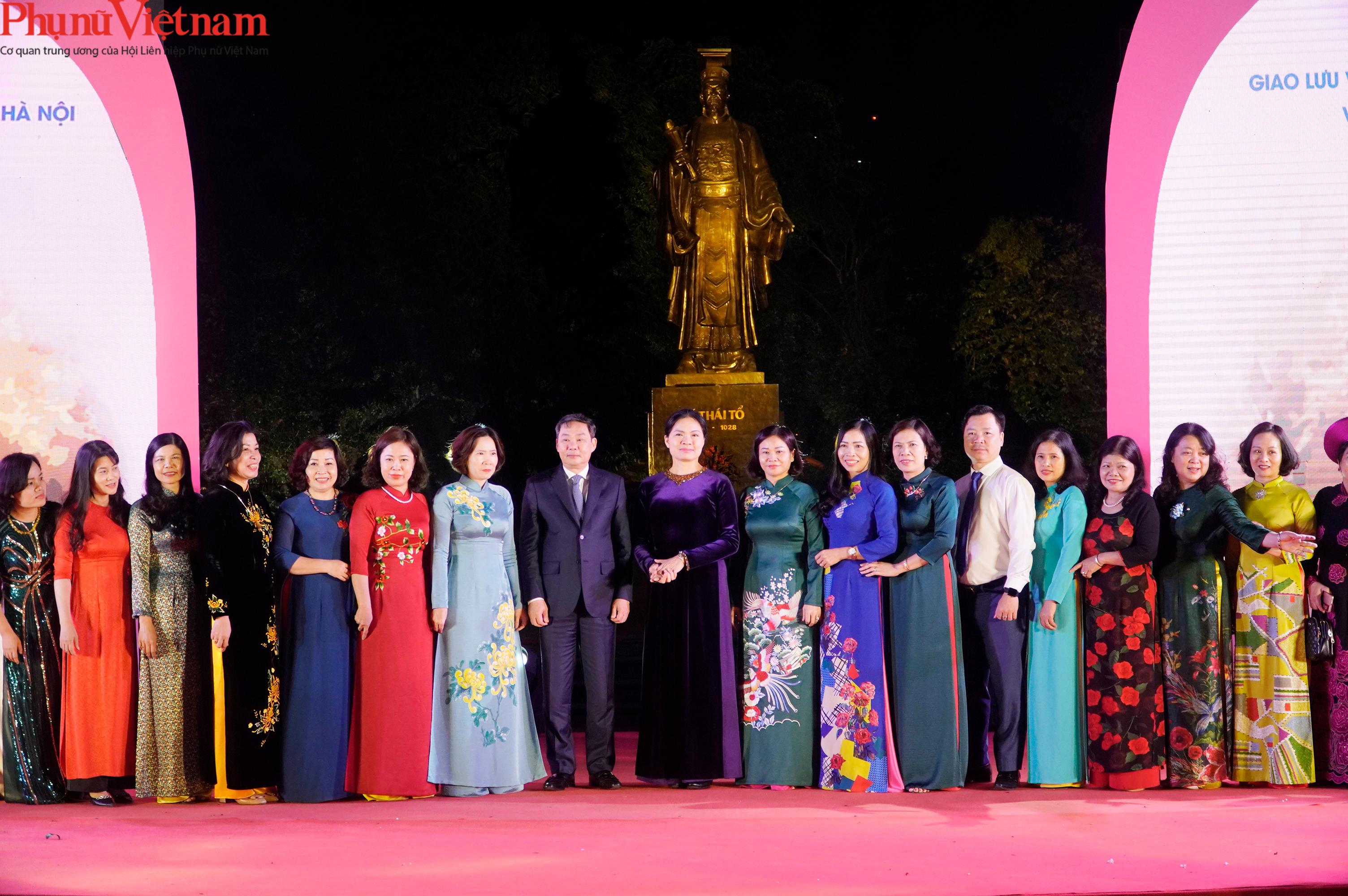 Phụ nữ Hà Nội giao lưu văn hóa, du lịch và sản phẩm sáng tạo với các tỉnh thành thuộc Đồng bằng sông Hồng - Ảnh 17.