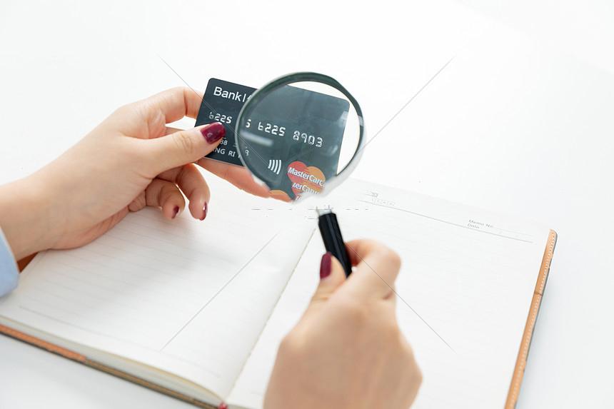 Cảnh giác thẻ tín dụng giả: Những thông tin quan trọng cần nắm vững và cách phân biệt nhanh chỉ trong vài dấu hiệu đơn giản - Ảnh 3.