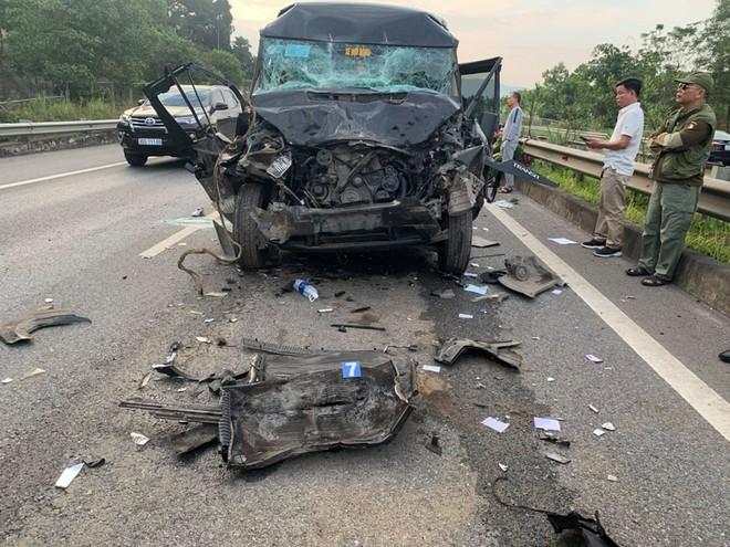 Xe Limousine tông xe đầu kéo, một nữ cán bộ Ban Tổ chức Tỉnh ủy Yên Bái tử vong - Ảnh 1.