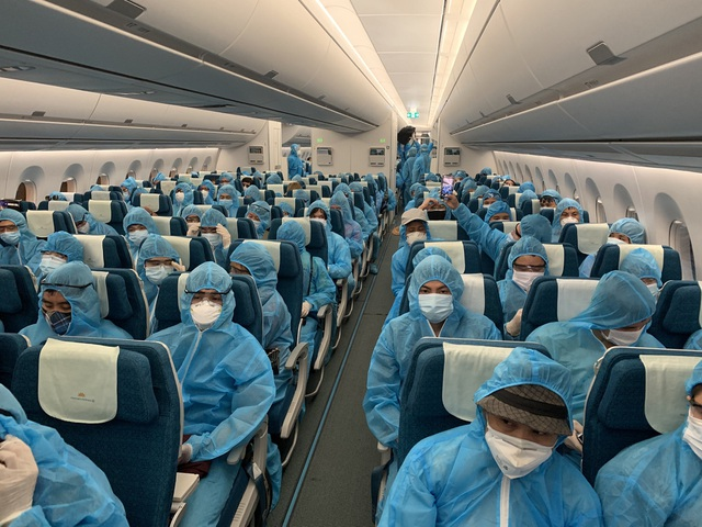 Dịch vụ trọn gói vé bay và phí cách ly cho công dân Việt Nam về nước - Ảnh 1.