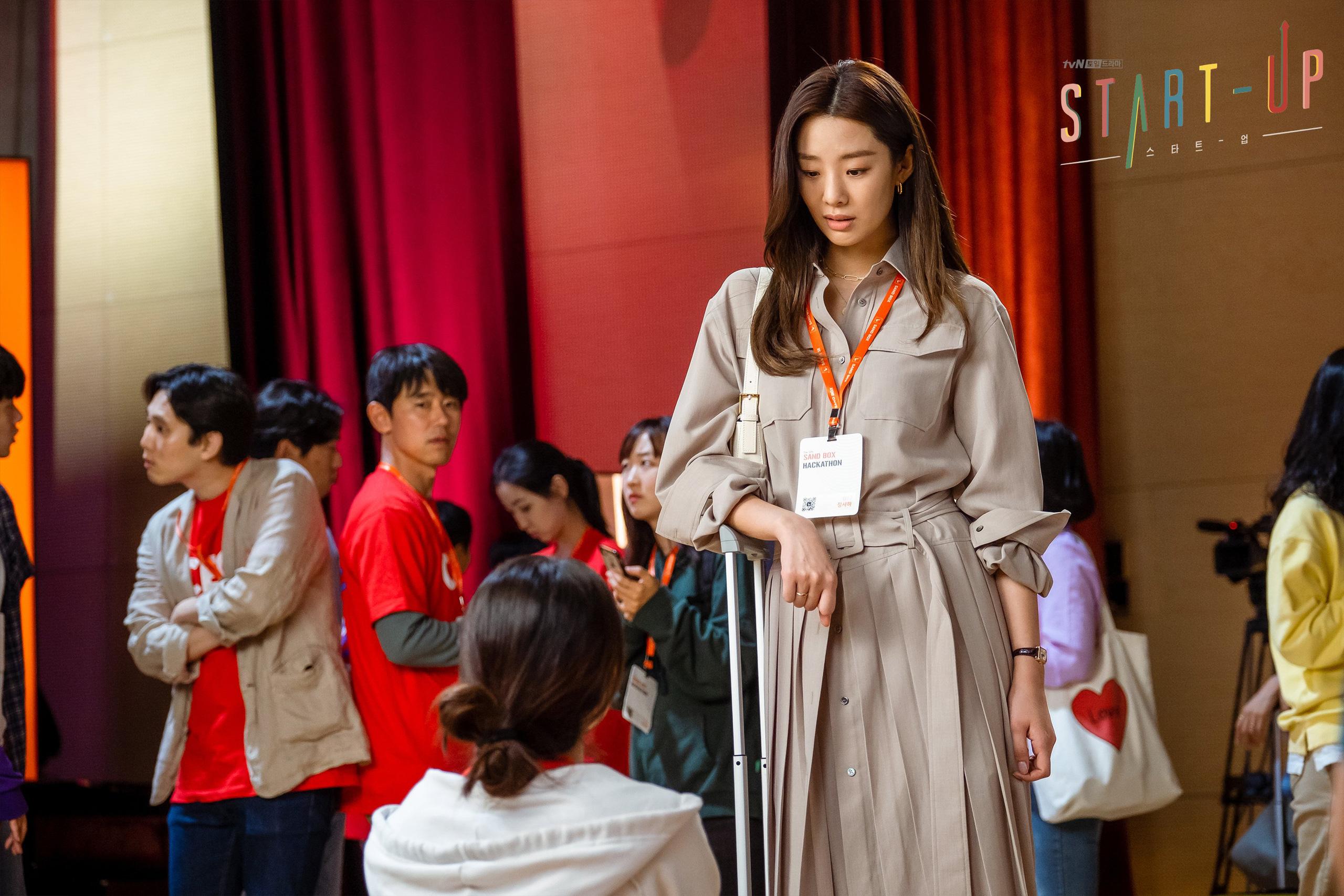 11 outfit công sở hot nhất trong các drama Hàn: Đơn giản và chuẩn thanh lịch, xua tan nỗi lo mặc xấu khi đi làm - Ảnh 2.