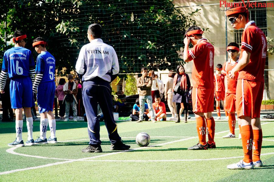 """Trận bóng đá đặc biệt của những đứa trẻ """"đá bóng bằng tai""""  - Ảnh 9."""