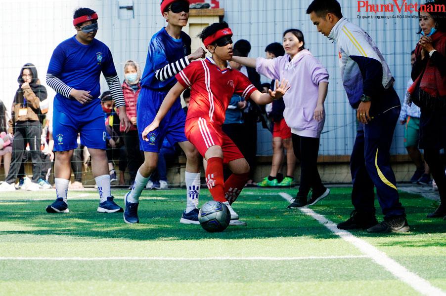 """Trận bóng đá đặc biệt của những đứa trẻ """"đá bóng bằng tai""""  - Ảnh 16."""