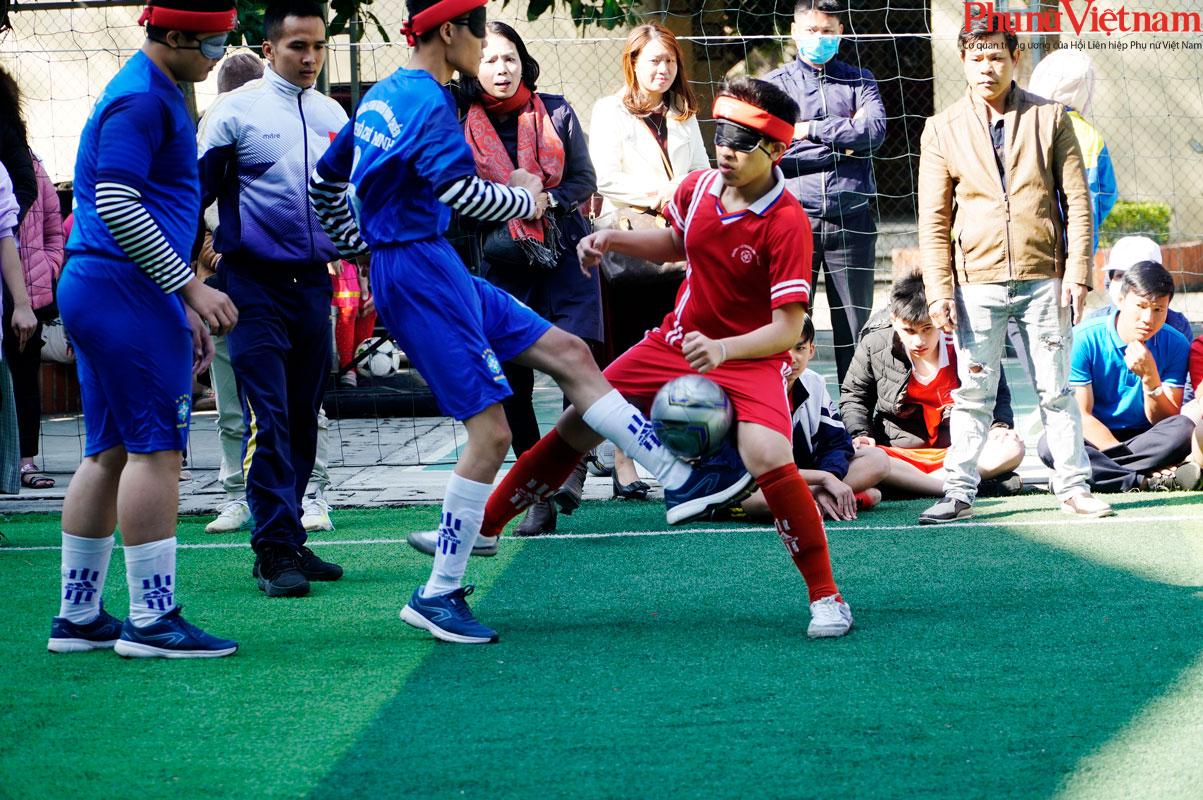 """Trận bóng đá đặc biệt của những đứa trẻ """"đá bóng bằng tai""""  - Ảnh 17."""