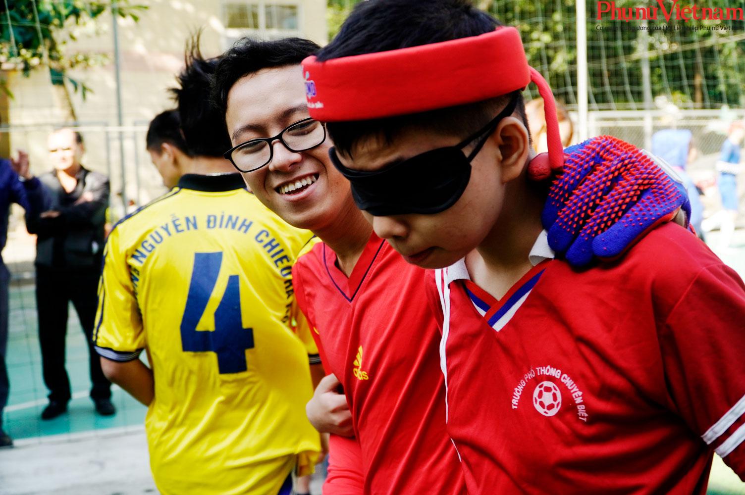"""Trận bóng đá đặc biệt của những đứa trẻ """"đá bóng bằng tai""""  - Ảnh 20."""