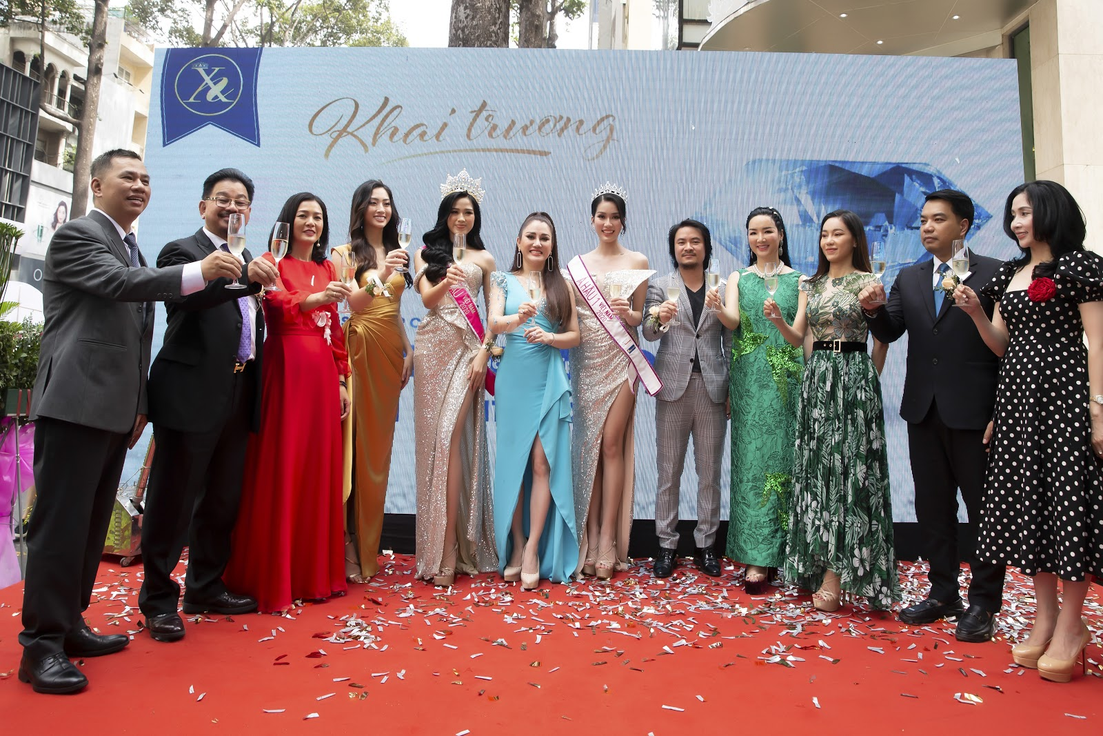 Bệnh viện thẩm mỹ Xuân Hương tặng quà khủng trong ngày khai trương tại TP Hồ Chí Minh - Ảnh 1.