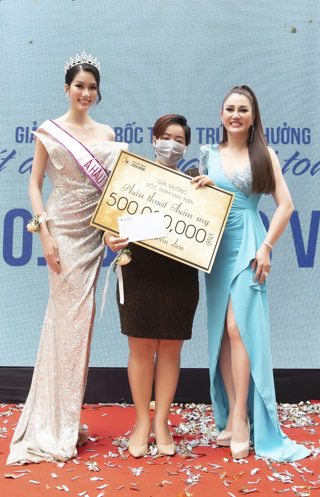 Bệnh viện thẩm mỹ Xuân Hương tặng quà khủng trong ngày khai trương tại TP Hồ Chí Minh - Ảnh 3.