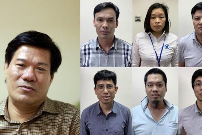 Nguyễn Nhật Cảm (ngoài cùng bên trái) cùng thuộc cấp sẽ hầu tòa sáng nay.