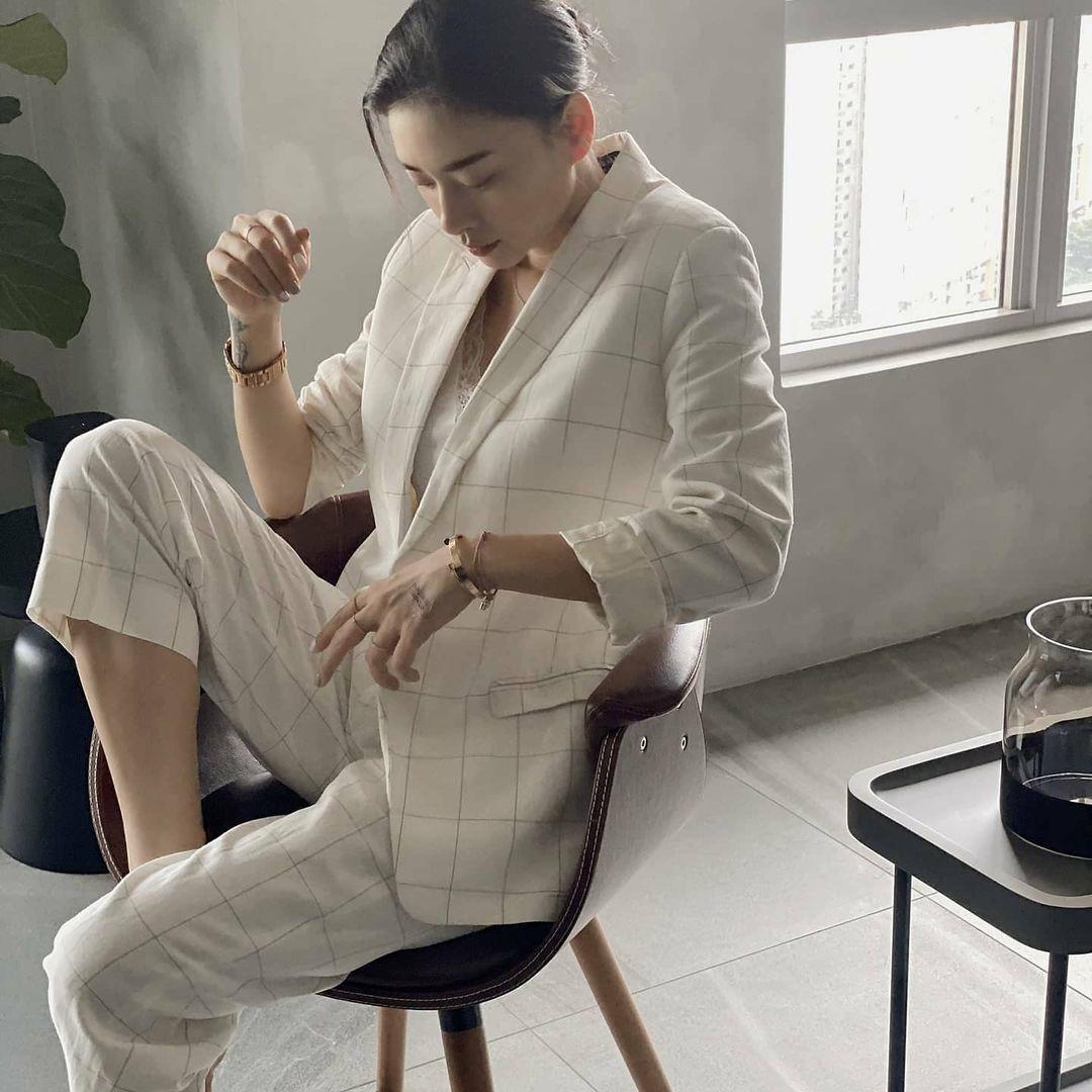 """Sao Việt diện áo trắng trong mùa lạnh: Nàng nào cũng trẻ hẳn ra, ghi điểm sành điệu """"dễ như chơi"""" - Ảnh 8."""
