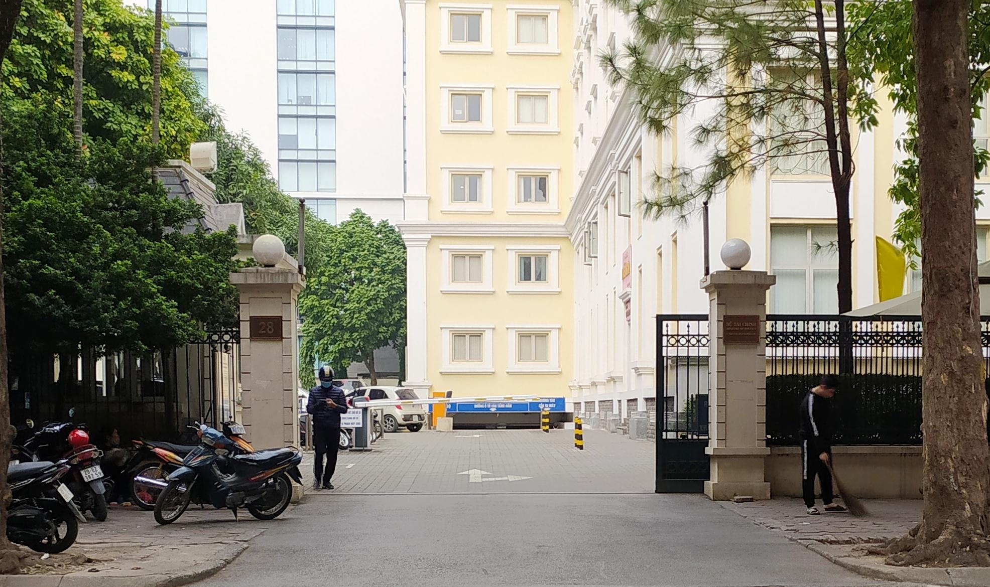 Bộ Tài chính ra thông cáo về việc Cục trưởng Quản lý, Giám sát Bảo hiểm tử vong tại trụ sở - Ảnh 1.