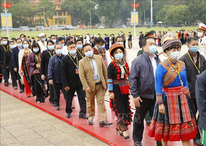 1.500 đại biểu dự Đại hội Đại biểu Toàn quốc các dân tộc thiểu số Việt Nam vào Lăng viếng Bác - Ảnh 1.