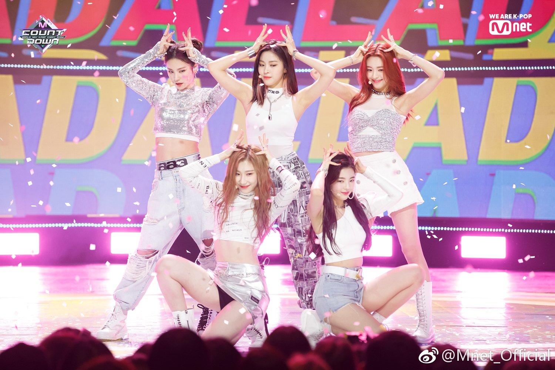 Đa số các nữ idol Kpop đều đánh phấn hồng lên đầu gối: Tưởng chỉ làm điệu ai ngờ nguyên nhân khiến ai cũng đau lòng  - Ảnh 2.