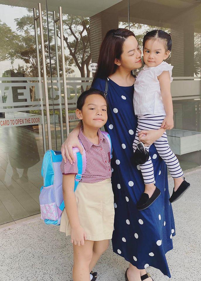 """Ra đường mặc trễ nải chứ về nhà, Phạm Quỳnh Anhchăm diện đầm suông theo kiểu """"mẹ nào con nấy"""" - Ảnh 13."""