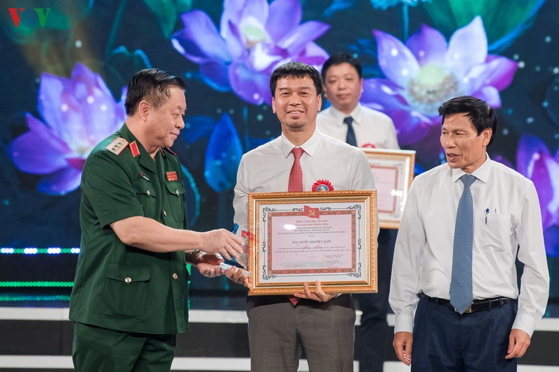 Trao giải thưởng sáng tác về chủ đề học và làm theo Bác Hồ giai đoạn 2018 - 2020 - Ảnh 12.