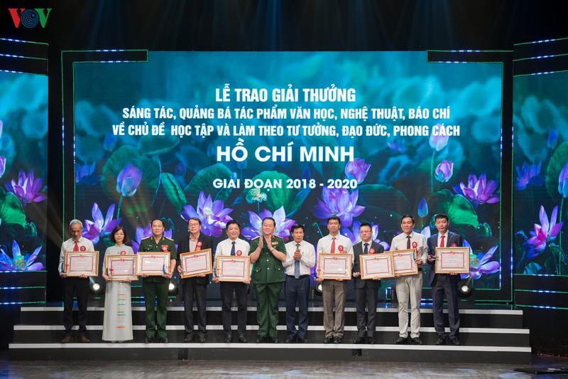 Trao giải thưởng sáng tác về chủ đề học và làm theo Bác Hồ giai đoạn 2018 - 2020 - Ảnh 11.