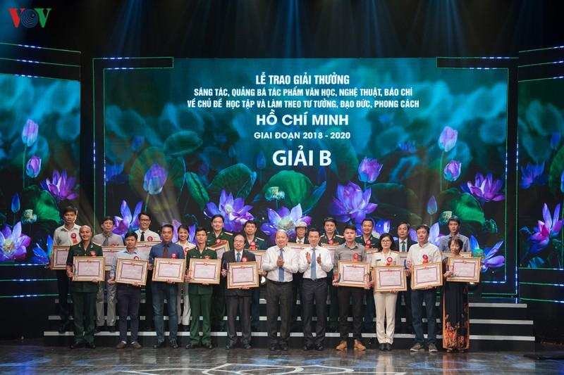 Trao giải thưởng sáng tác về chủ đề học và làm theo Bác Hồ giai đoạn 2018 - 2020 - Ảnh 10.