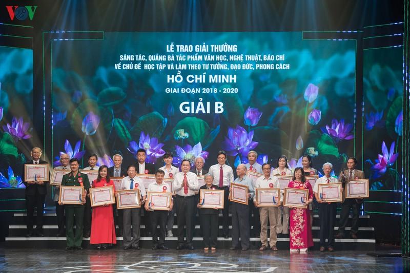 Trao giải thưởng sáng tác về chủ đề học và làm theo Bác Hồ giai đoạn 2018 - 2020 - Ảnh 9.