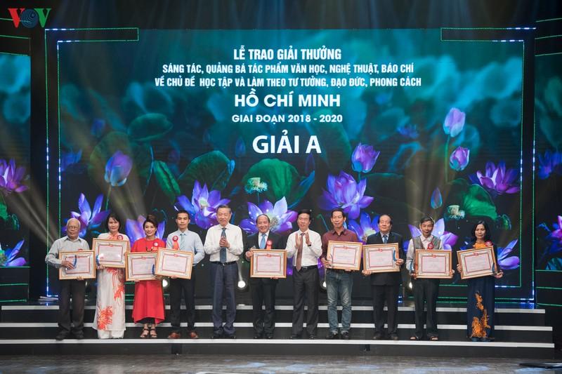 Trao giải thưởng sáng tác về chủ đề học và làm theo Bác Hồ giai đoạn 2018 - 2020 - Ảnh 7.
