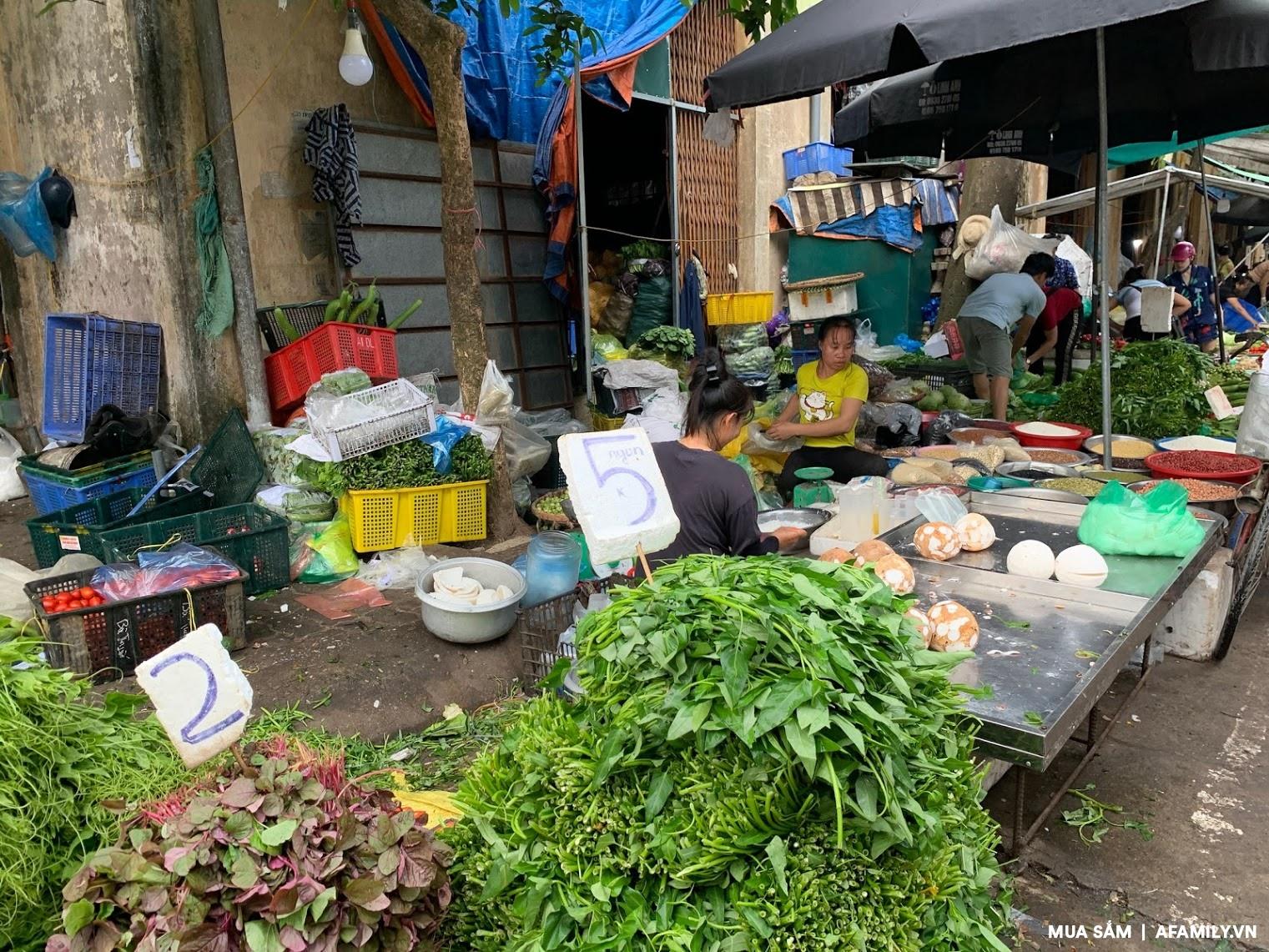 Đi chợ mấy ngày này cực đã, bà nội trợ cầm 10.000 đồng đủ rau xanh ăn cả ngày cho gia đình - Ảnh 4.
