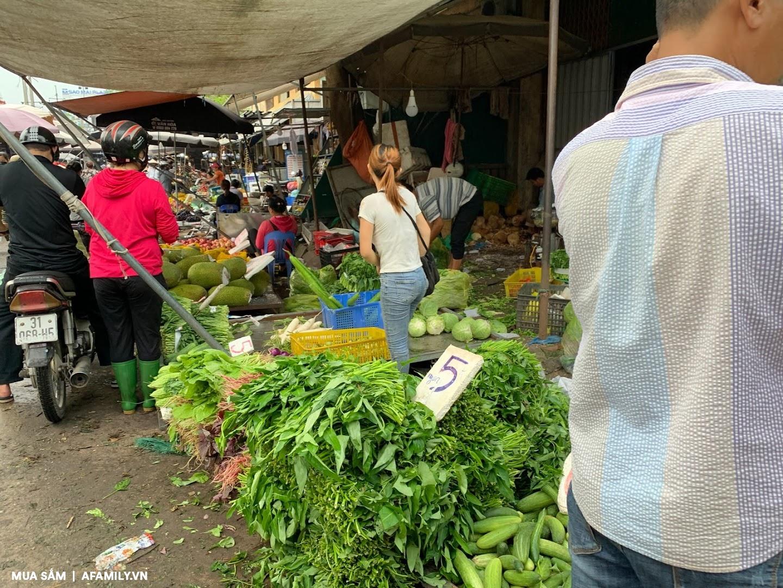 Đi chợ mấy ngày này cực đã, bà nội trợ cầm 10.000 đồng đủ rau xanh ăn cả ngày cho gia đình - Ảnh 7.