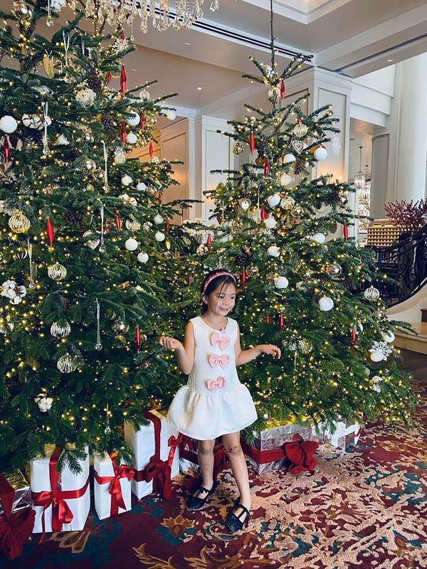 Mê phong cách của con gái Đoan Trang, các mẹ học ngay cách chọn đồ hè cho công chúa cưng - Ảnh 8.