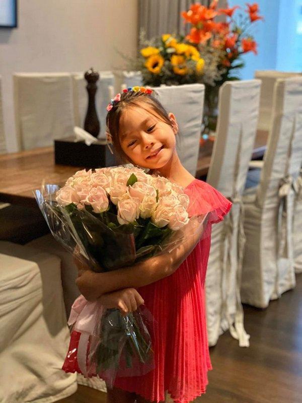 Mê phong cách của con gái Đoan Trang, các mẹ học ngay cách chọn đồ hè cho công chúa cưng - Ảnh 10.