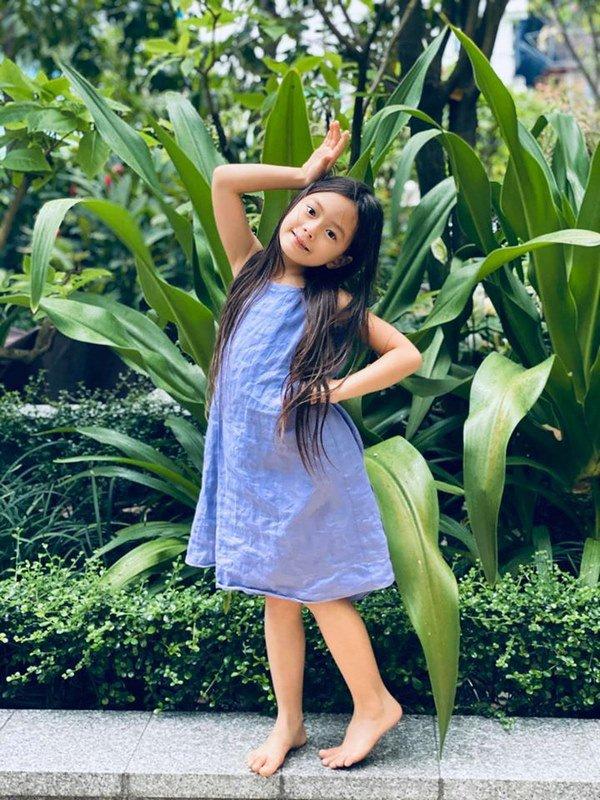 Mê phong cách của con gái Đoan Trang, các mẹ học ngay cách chọn đồ hè cho công chúa cưng - Ảnh 4.