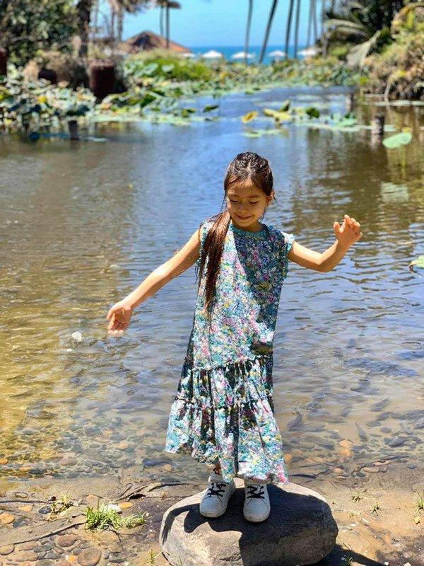 Mê phong cách của con gái Đoan Trang, các mẹ học ngay cách chọn đồ hè cho công chúa cưng - Ảnh 7.