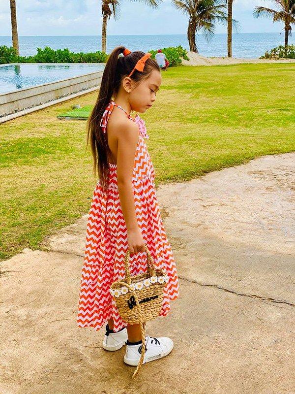 Mê phong cách của con gái Đoan Trang, các mẹ học ngay cách chọn đồ hè cho công chúa cưng - Ảnh 2.