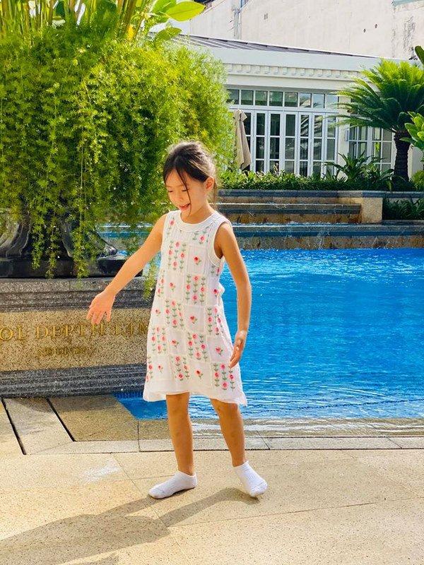 Mê phong cách của con gái Đoan Trang, các mẹ học ngay cách chọn đồ hè cho công chúa cưng - Ảnh 6.